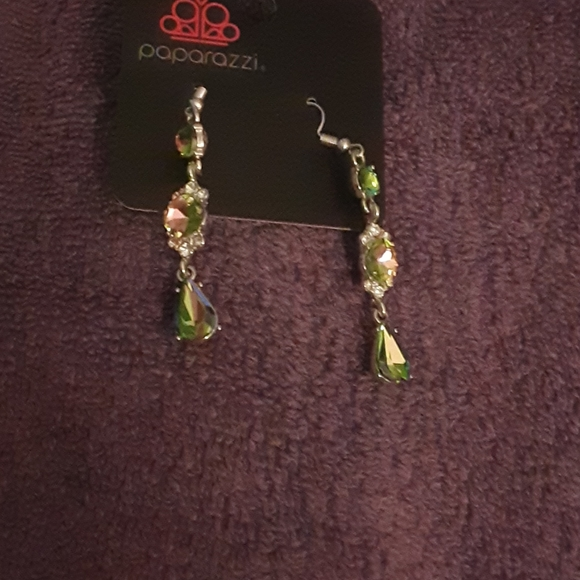 2@$15 Paparazzi earrings